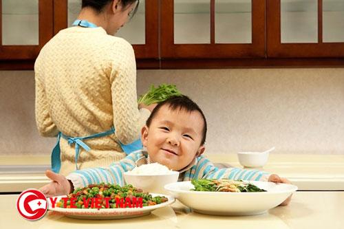 Trẻ biếng ăn đôi khi do sinh lý và tự phục hồi sau 1 thời gian