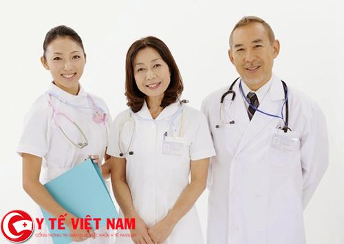 Kỹ thuật viên siêu âm làm việc tại Hà Nội