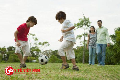Luyện tập giảm cân cho trẻ béo phì với môn đá banh