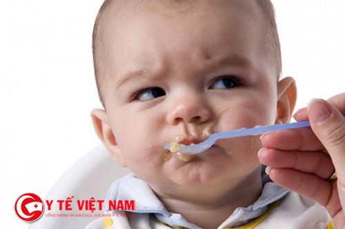 Bạn nên cho trẻ ăn từ ít rồi mới đến nhiêu và không nến ép trẻ ăn
