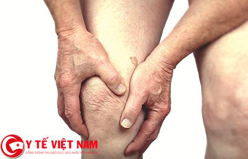 Triệu chứng cảnh báo bệnh gai cột sống là đi lại khó khăn