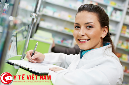 Dược sĩ bán thuốc làm việc tại TP. Hồ Chí Minh năm 2017