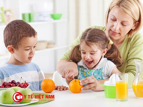 Chế độ ăn cho trẻ béo phì 8 tuổi với ranh xanh và trái cây