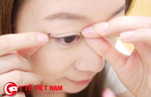 Keo kích mí giúp tạo mắt 2 mí to tròn, long lanh