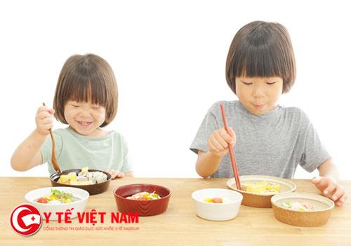 Để trẻ ăn ngon thì mẹ nên kiên nhẫn và có những biện pháp riêng