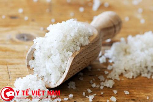 Hạn chế lượng muối có trong bữa ăn nhằm hạn chế những triệu chứng của bệnh