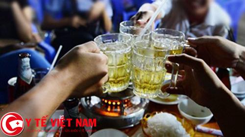 Nguyên nhân gây bệnh gai cột sống ở nam giới là do uống rượu bia