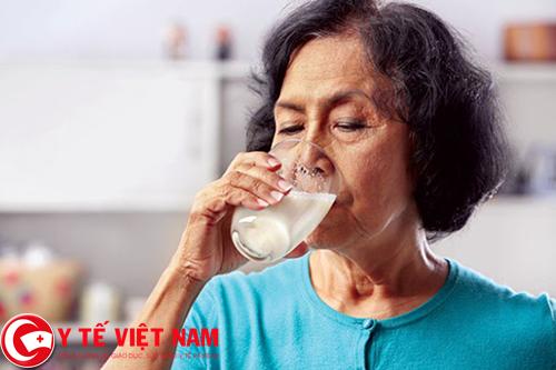 Nguyên tắc dinh dưỡng dành cho người bệnh thoát vị đĩa đệm nên uống sữa