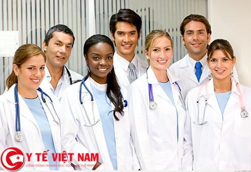 Nhân viên đào tạo làm việc tại bệnh viện đa khoa quốc tế Thu Cúc