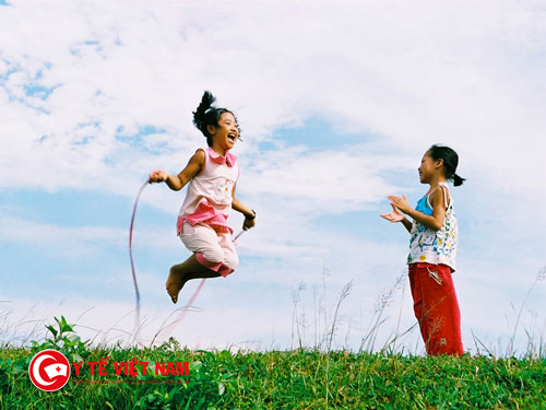 Nhảy dây luyện tập giảm cân cho trẻ béo phì