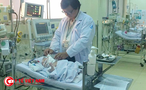 Phẫu thuật thành công cho bé gái sơ sinh bị bướu quái