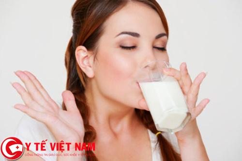 Phòng bệnh thoát vị đĩa đệm nên uống nhiều sữa