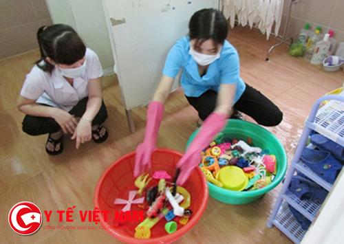 Vệ sinh đồ dùng, đồ chơi cho trẻ