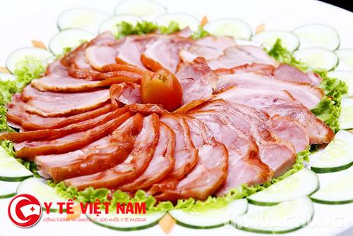 Thịt xông khói là thực phẩm người bị bỏng không nên ăn