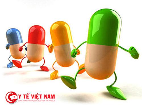 Thuốc cũng là một trong những điều mà mẹ phải chuẩn bị cho trẻ về quê ăn tết