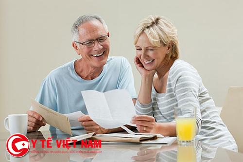 Cần có người nhà chăm sóc người cao tuổi