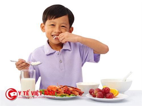 Với trẻ nhẹ cân thì mẹ nên có chế độ dinh dưỡng nghiêm ngặt hơn