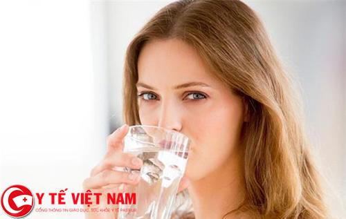 Uống đủ nước để phòng chống bệnh sốt rét