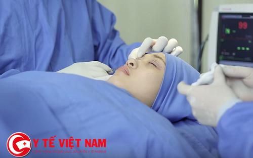 Chăm sóc sau phẫu thuật cắt mí mắt Hàn Quốc
