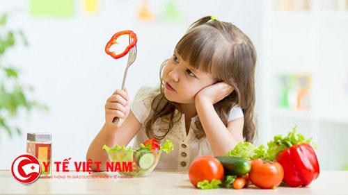 Trẻ biếng ăn khiến các mẹ đau đầu