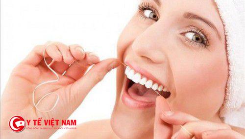 Dùng chỉ nha khoa rất tốt cho răng miệng nếu dùng đúng cách