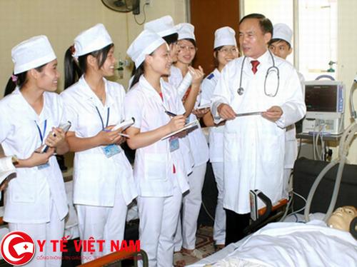 Cán bộ y tế làm việc tại Hà Nội