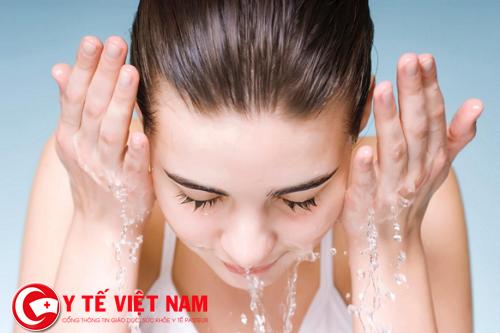 Tẩy tế bào chết bằng chanh tươi cũng là cách căng da mặt tự nhiên