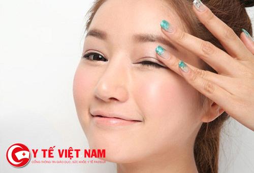 Sử dụng dược mỹ phẩm đúng cách cho làn da mụn cần phải cẩn trọng