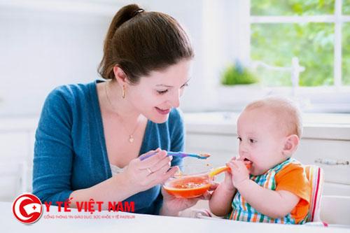 Mẹ hãy giữ bình tĩnh nếu như trẻ biếng ăn