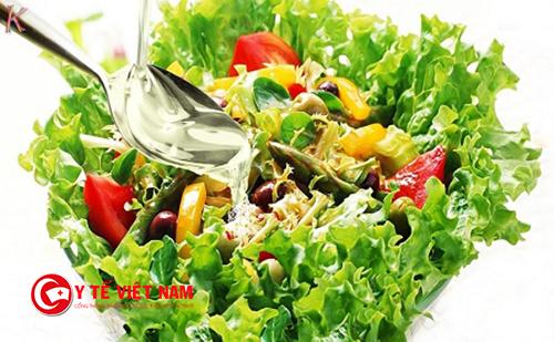 Vạn có thể làm món salad giảm cân với dầu dừa