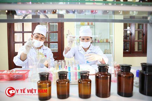 Dược sĩ nghiên cứu và phát triển sản phẩm