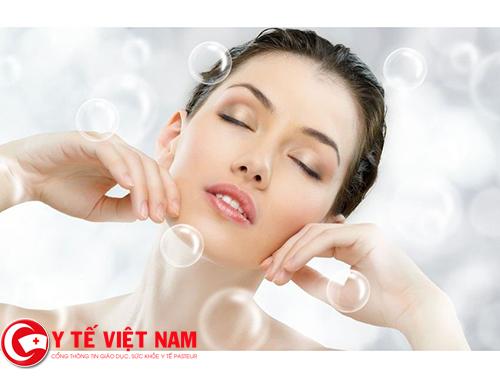 Da khô là loại da dễ gây lão hóa và nếp nhăn trên trán và đuôi mắt