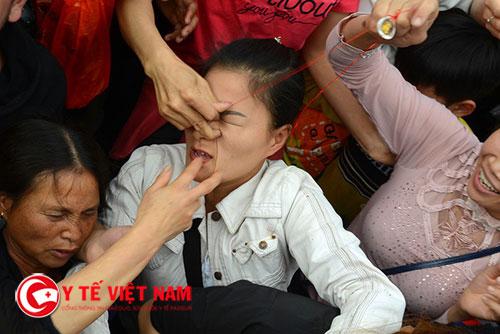 Hình ảnh cướp lộc ở chùa Hương