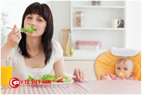 Không nên nhịn ăn để giảm cân sau sinh