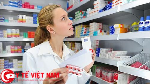 Nhân viên quầy thuốc Tây