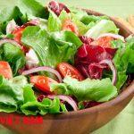 Nên ăn nhiều salad và rau sống trong bữa ăn hàng ngày