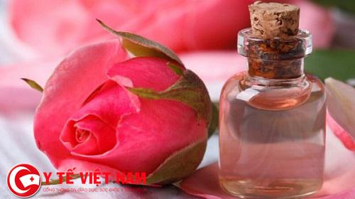 Xóa nếp nhăn tận gốc nhờ chuối và nước hoa hồng
