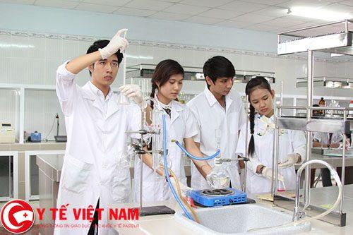 Sinh viên trường Đại học Dược Hà Nội