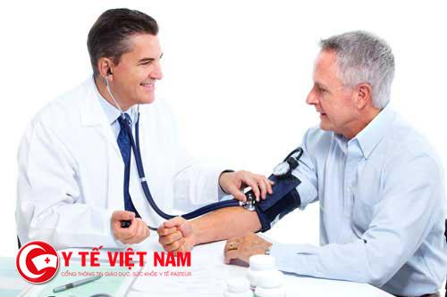 Người cao tuổi cần giữ tâm lý thoải mái để hạn chế huyết áp tăng cao