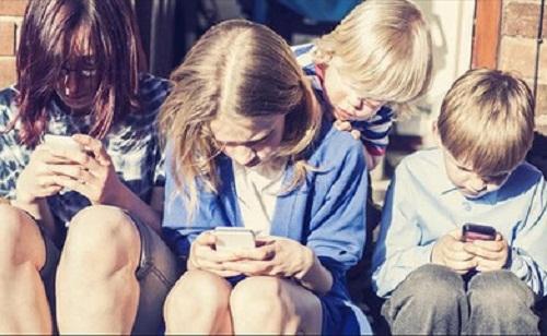 Các thiết bị smartphone rất dễ làm cho chúng ta dễ nhiễm bệnh