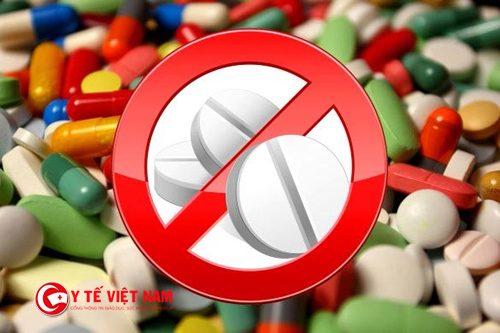 thực phẩm cần tránh khi bị đau mắt đỏ