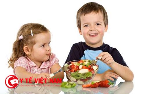 Cung cấp đủ chất dinh dưỡng cho trẻ giúp tăng cường hệ miễn dịch