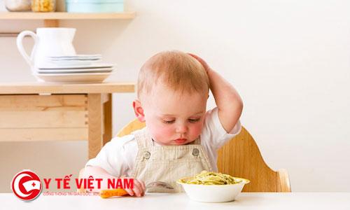 Trẻ biếng ăn nên có biện pháp khắc phục sớm