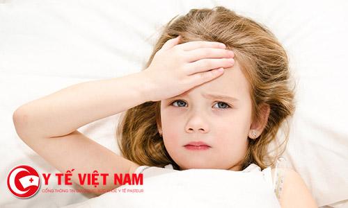 Trẻ nhỏ rất dễ mắc sốt phát ban và sốt xuất huyết