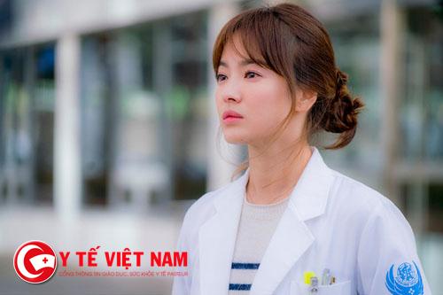 Nữ y tá xinh đẹp nhưng lại hay nghi ngờ khi yêu
