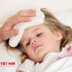 cách chăm sóc trẻ khi sốt phát ban