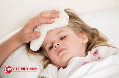 cách chăm sóc trẻ bị sốt phát ban