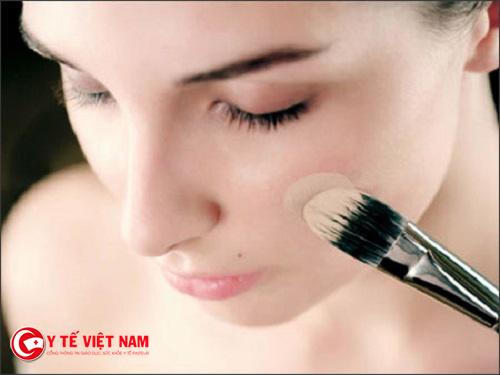 Áp dụng những mẹo trang điểm sẽ giúp bạn giữ được phấn lâu trên khuôn mặt