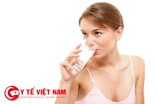 Uống đủ nước để tăng kích thước vòng 1