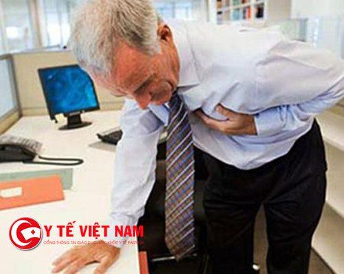 Người bị đột quỵ có thể kèm theo đau thắt ngực